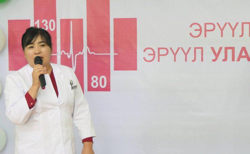 """Эрүүл зүрх Эрүүл Улаанбаатар хөтөлбөрийн хүрээнд Хан-Уул дүүргийн Өрхийн эрүүл мэндийн төвүүдэд """"Майкролайф"""" брэндийн цусны даралт хэмжих багаж гардууллаа."""